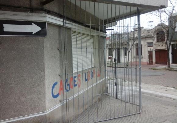 Otra solución improvisada ante un problema urbano.