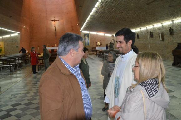 El candidato a intendente de Durazno por el Partido Nacional Carmelo Vidalín fue a la Iglesia antes de ir a votar. Foto: Víctor Rodríguez