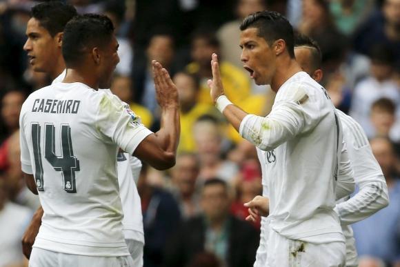 Cristiano y Casemiro festejan uno de los goles del Real Madrid. Foto: Reuters.