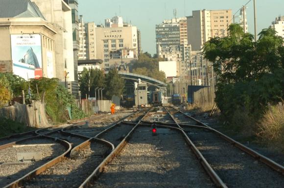 Para rehabilitar parte de las vías férreas, gobierno recurre al mecanismo de las obras PPP