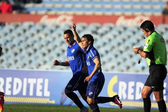 Sebastián Fernández y el festejo de su gol. Foto: F. Ponzetto