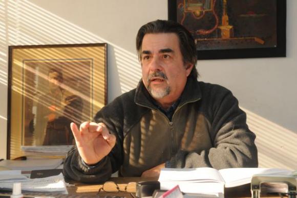 Gustavo Zubía en su despacho en el edifcio de la Plaza Libertad. Foto: Francisco Flores.