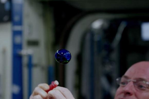 Experimentos con agua de la NASA en la Estación Espacial Internacional