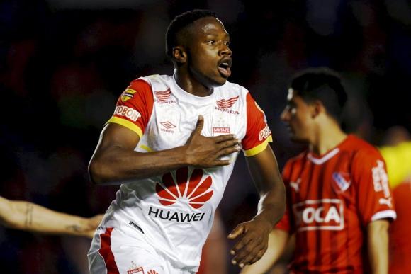 Leyvin Balanta y el festejo de su gol. Foto: Reuters