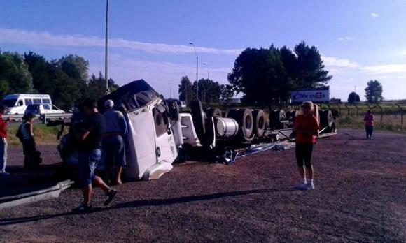 Volcó un camión en ruta 5, Durazno. Foto: Alternativa Durazno / W. A. Leal