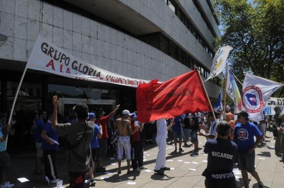 Movilización de la Federación de Trabajadores de la Industria Láctea frente al Palacio Legislativo el 24 de febrero de 2014. Foto: Ariel Comegna.