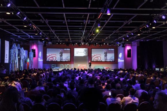 El Ojo. Panorámica de la sala de conferencias en la apertura del festival. (Foto:  Aloha Photo School)