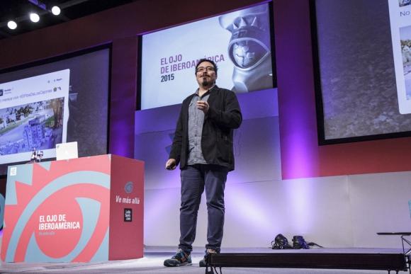 Twitter. El director de Estrategia de Marca para Latinoamérica durante su charla (Foto: Aloha Photo Studio)