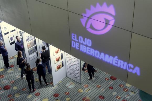 Exposición. Los trabajos finalistas en varias categorías fueron presentados en varias carteleras. (Foto: Aloha Photo Studio)