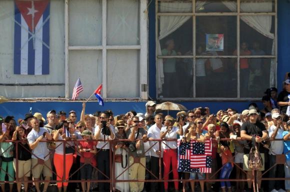 Kerry caminó por La Habana. Foto: AFP.