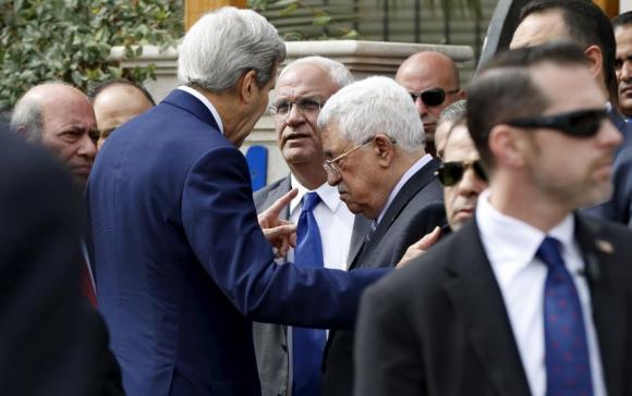 John Kerry con Mahmud Abbas tras una reunión clave. Foto: Reuters