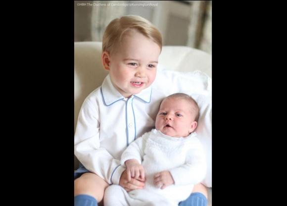 Difundieron las primeras fotos de la princesa Charlotte. Foto: Twitter @KensingtonRoyal