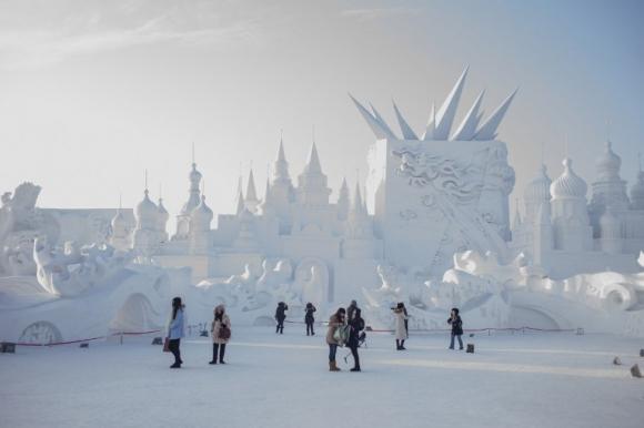 Festival de esculturas de nieve y hielo en China. Foto: AFP
