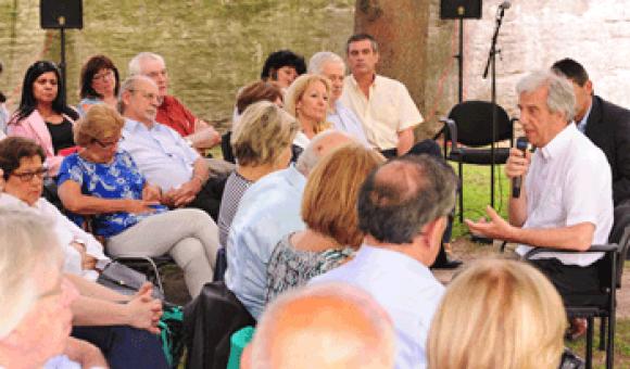 Vázquez reunió en la residencia de Suárez y Reyes al Consejo de Ministros y la bancada oficialista. Foto: Presidencia.