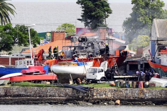 Los Bomberos debieron trabajar dos horas para apagar el fuego. Foto: M. Bonjour
