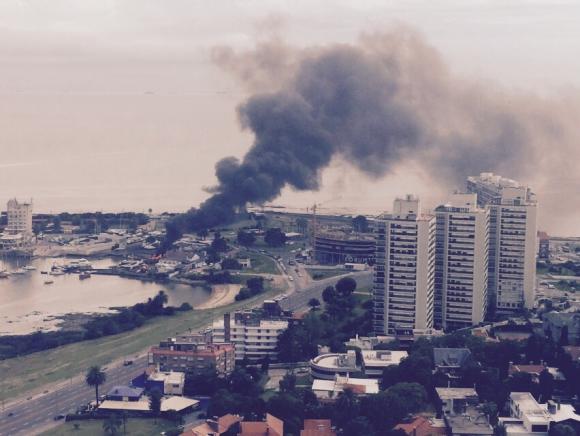 Incendio en el Puerto del Buceo