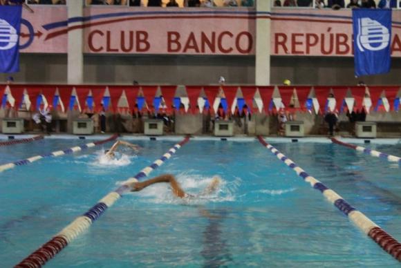 XXXVIII Torneo Internacional de Natación organizado por el Club Banco República.