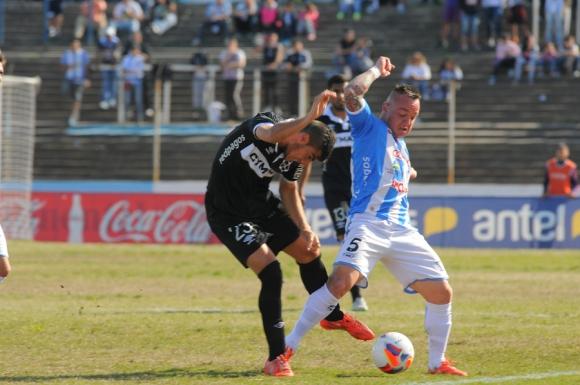 Cerro recibió a Wanderers. Foto: Ariel Colmegna