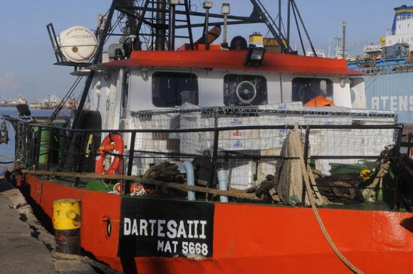 El barco Dartesa III que rescató a los tripulantes del otro barco. Foto: Ariel Colmegna