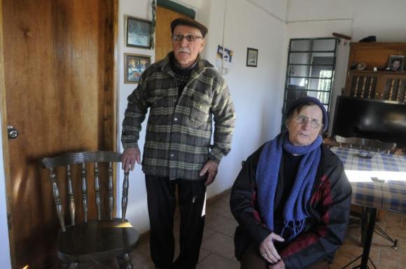 Abel Cabrera y Etel Damiano, vecinos de Progreso a los que Salomone pidió auxilio. Foto: Ariel Colmegna.