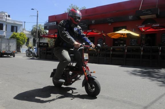 Proceso. El armado de la moto, paso a paso. (Foto: Ariel Colmegna)