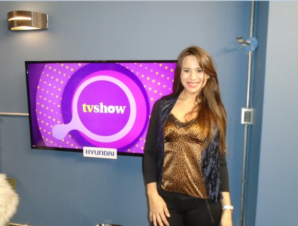 Flavia Pintos en el living de Tv Show.