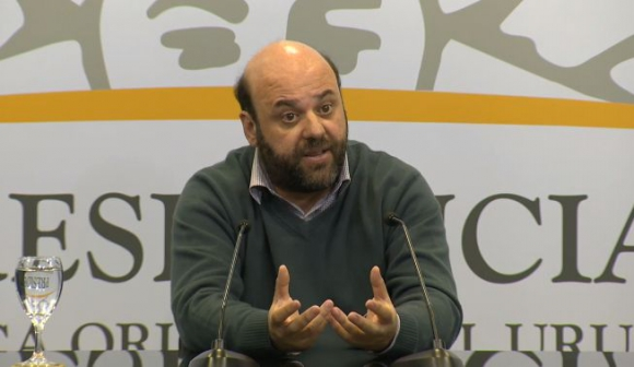 Julio Bango en conferencia de prensa luego del Consejo de Ministros. Foto. Captura Presidencia