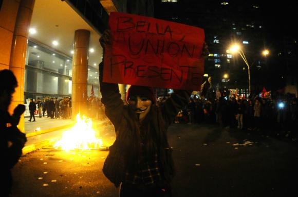 Masiva marcha de sindicatos docentes por el centro de Montevideo. Foto: Marcelo Bonjour