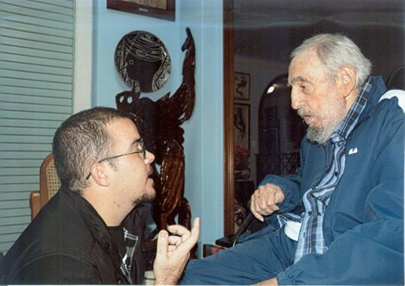 Fidel Castro con el presidente de la Federación Estudiantil Universitarios de La Habana el 23 de enero. Foto: EFE