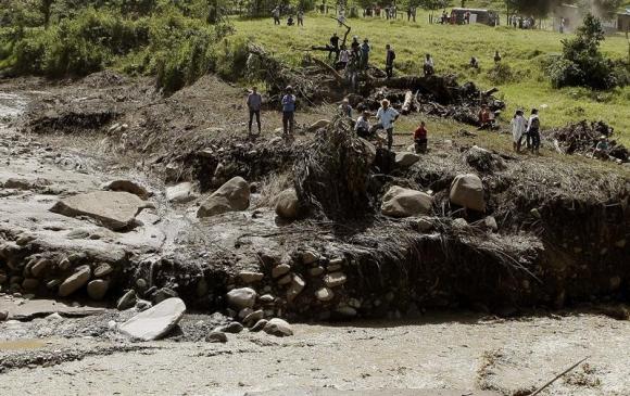 Pueblo de Colombia es arrasado por una avalancha. Foto: EFE