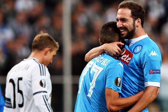 Higuaín hizo un golazo para el Napoli en la Europa League. Foto: AFP.