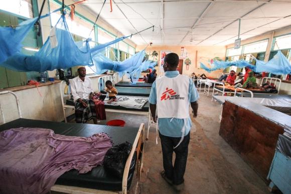 Sala de maternidad del hospital de Médicos Sin Fronteras (MSF) en el campo de refugiados de Dagahaley, Dadaab, Kenia. Foto: Tom Maruko / MSF