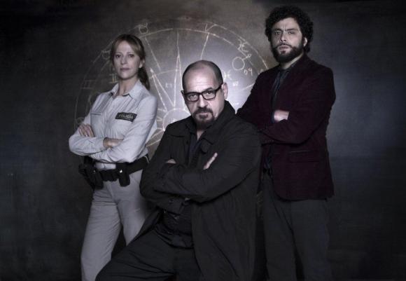 Claudia Fontán, Julio Chávez y Alberto Ajaka trío protagónico.