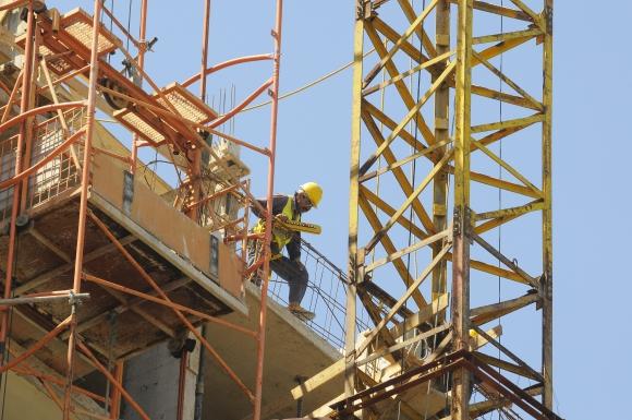 Construcción. La ley de responsabilidad penal empresarial propició que empresas del sector contraten el servicio. (Foto: Archivo El País)