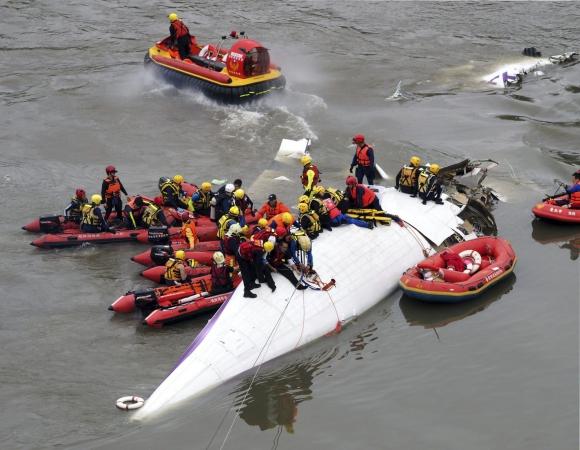 El accidente del avión de TransAsia ha dejado al menos 40 muertos. Foto: EFE