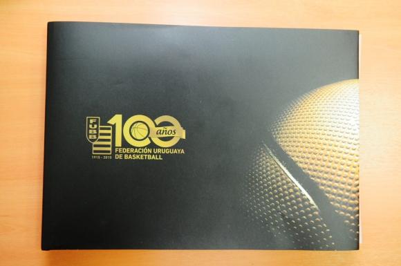 Portada del libro de los 100 años de la FUBB. Foto: M. Bonjour
