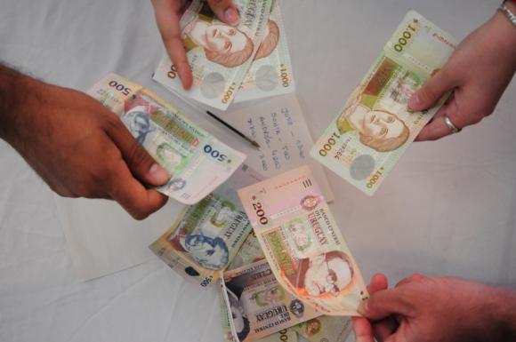 Dinero uruguayo.