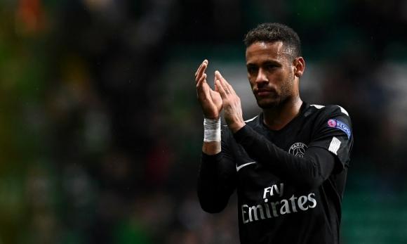 El aplauso de Neymar en el partido del PSG. Foto: AFP