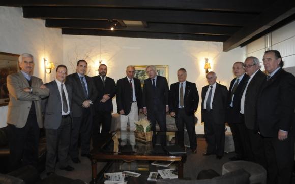 La directiva de ARU recibió al equipo económico en la Expo Prado. Foto: A. Colmegna
