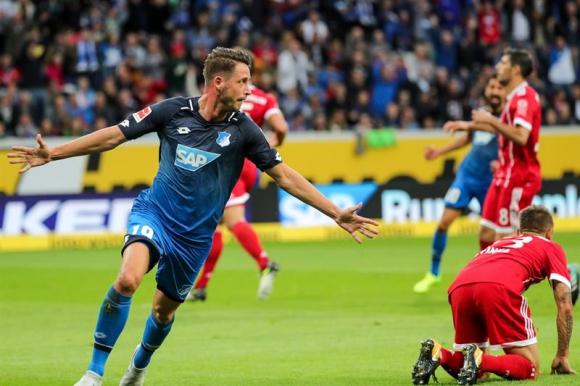 Mark-Alexander Uth fue el autor de los dos goles ante el Bayern. Foto: EFE