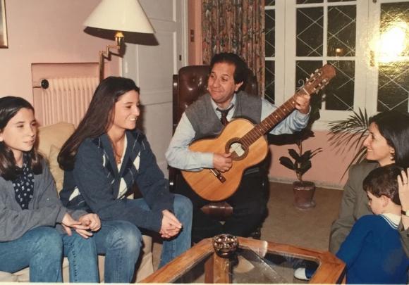 Sergio Abreu de cantarola familiar y con la guitarra como gran aliada. Foto: Sergio Abreu