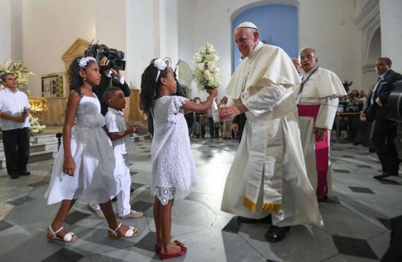 Francisco en la iglesia San Pedro Claver. Foto: Reuters