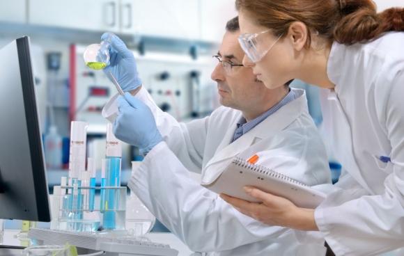 Autoridades convocan a los laboratorios luego del error en el Saint Bois. Foto: Shutterstock