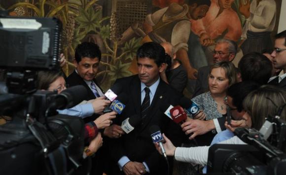 2013. Última conferencia de prensa de Sendic como presidente de Ancap. Foto: Archivo El País.