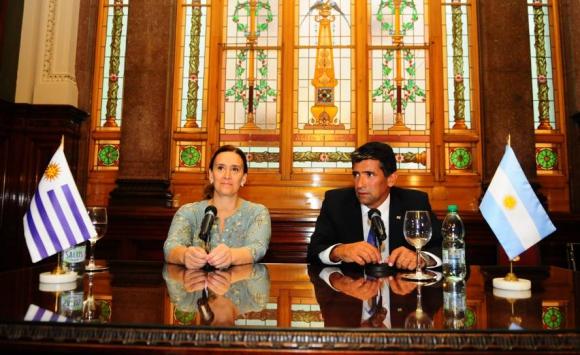 Sendic junto a la vicepresidenta argentina, Gabriela Michetti. Foto: Archivo El País.