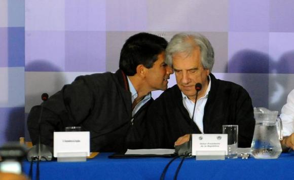 Sendic junto a Vázquez en Consejo de ministros. Foto: Archivo El País.