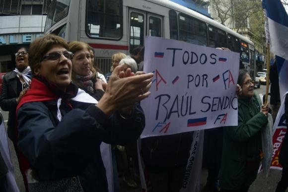 Militantes expresan apoyo a Sendic. Foto: Fernando Ponzetto
