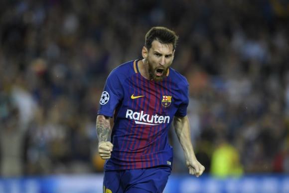 Suárez y Dembelé ya se unieron para el quinto gol en el derbi catalán. Foto: EFE