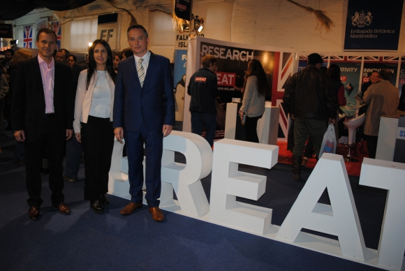 Pablo Etcheverry, Ana Laura Rodríguez, Embajador de Reino Unido Ian Duddy.