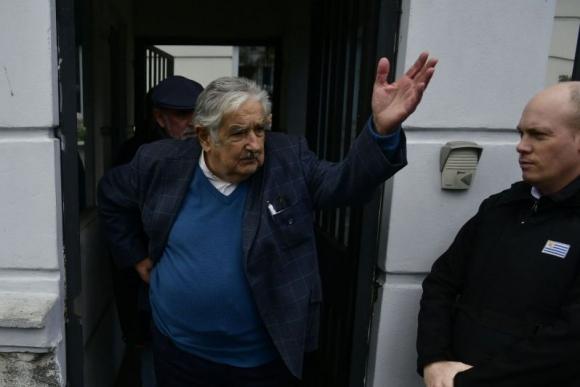 José Mujica a la salida de la embajada de Brasil. Foto: Fernando Ponzetto.